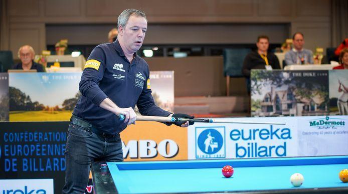 Dick Jaspers in actie in de kwartfinale van de Duke Challenge in Nistelrode. Hij verslaat tegenstander Coklu uiteindelijk met 3-0.
