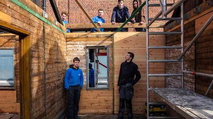 PTS-leerlingen restaureren laatste noodwoning