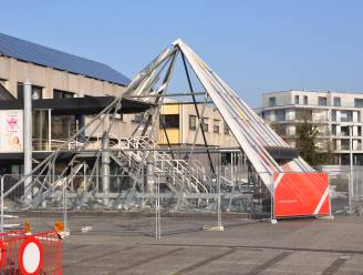 Waregem verliest zijn 'Louvre': piramide op Gemeenteplein verdwijnt onder sloophamer