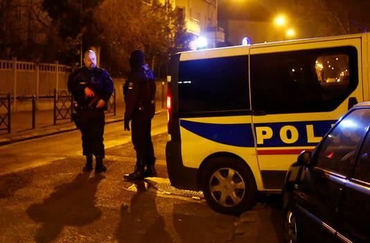 De straten rond het complex in Argenteuil werden hermetisch afgesloten.
