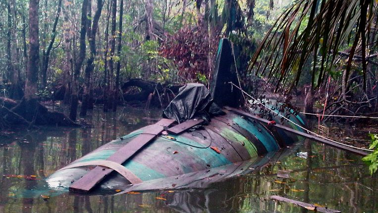 Een narco-duikboot die in 2010 in het grensgebied tussen Ecuador en Colombia werd gevonden Beeld EPA