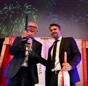 Frans Laarman (l), commercieel directeur van Elizen Vastgoed, het bedrijf dat het nieuwe pand van de Zara ontwikkelde, is blij met de Twentse Vastgoed Prijs.