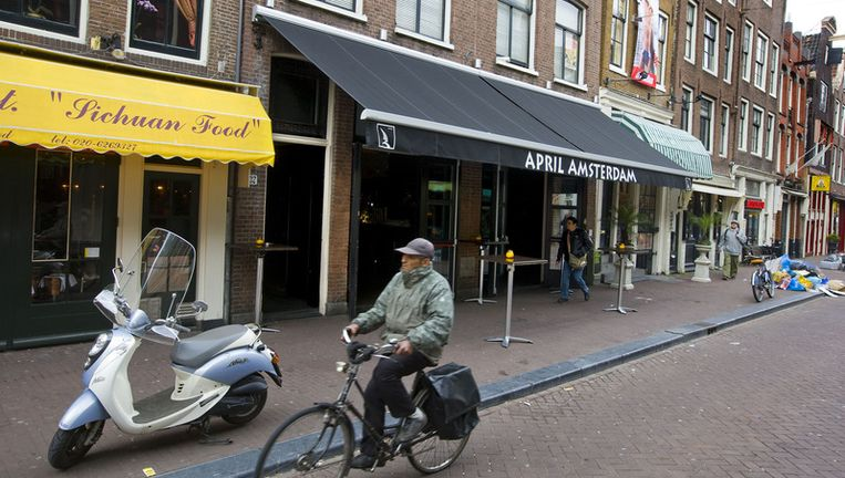 April Amsterdam in Amsterdam is een van de kroegen van horecaondernemer Sjoerd Kooistra die woensdag werd ontruimd. Foto ANP Beeld