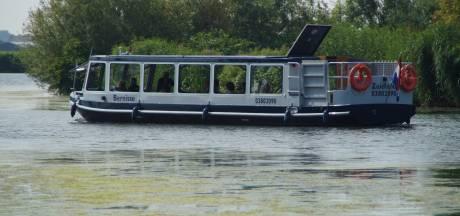 Vandalen gooien hekwerk met ijzeren punt vanaf brug op fluisterboot: 'Levensgevaarlijk'