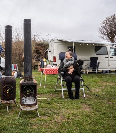 Kamperen en kanoën tijdens ijskoude Pasen; 'Ik krijg al een longontsteking als ik naar ze kijk'