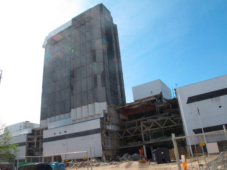 Het leegstaande en gedeeltelijk al vervallen Trump Plaza-casino in Atlantic City. Beeld AP