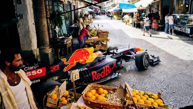 Prachtige beelden: Max Verstappen scheurt door kleine straatjes van Palermo met F1-wagen