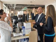 FNV viert afsluiten arbeidsbeperking-cao in Breda, Roosendaal en Oosterhout: 'Ze hadden geen cao en verdienden heel weinig'