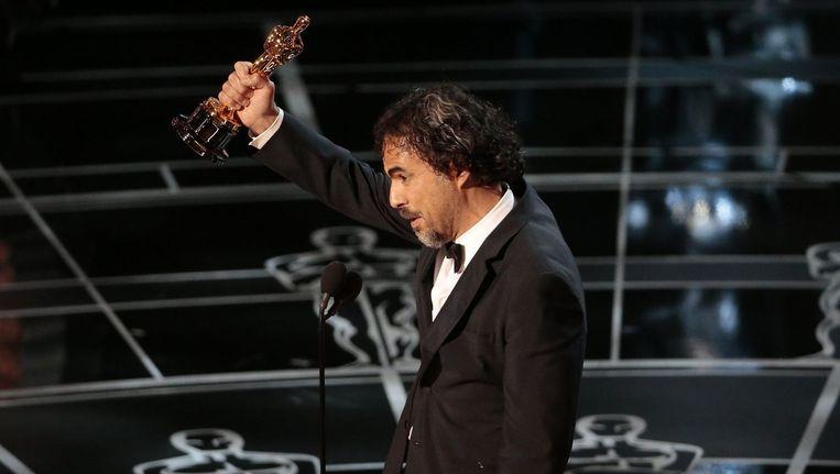 Regisseur Alejandro Inarritu met zijn Oscar voor Beste Regisseur voor 'Birdman'. Beeld PHOTO_NEWS