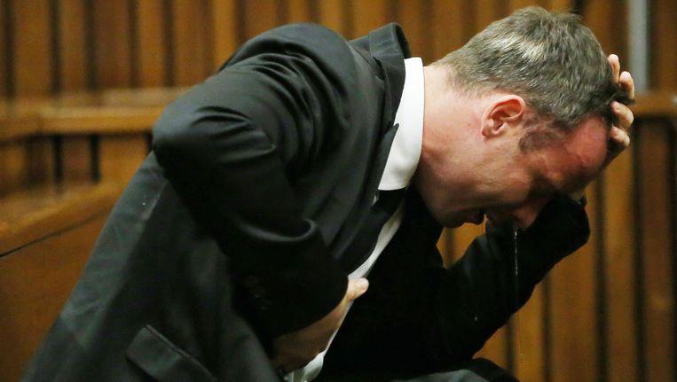 Pistorius barst in tranen uit in de rechtszaal, gisteren Beeld AFP
