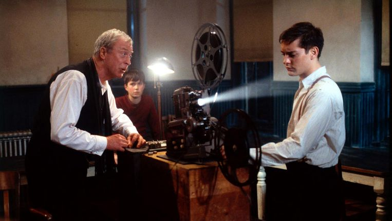 Tobey Maguire en Michael Caine in Cider House Rules Beeld