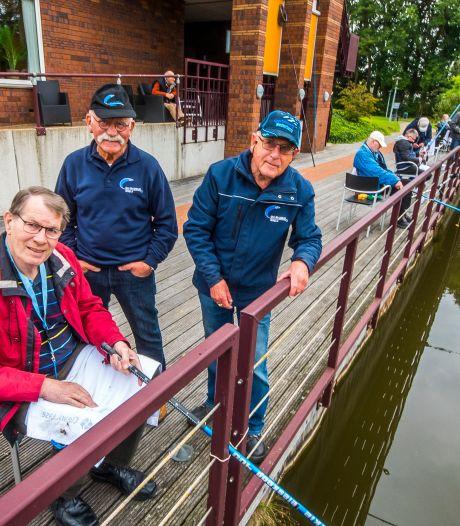 Van stevige brasems tot kleine voorntjes: elke vis is goed voor de bewoners van Het Borsthuis in Hengelo