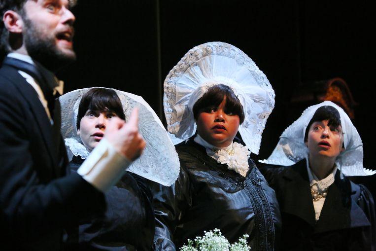 Scène uit Drie zusters door Toneelschuur Producties in regie van Eline Arbo. Beeld