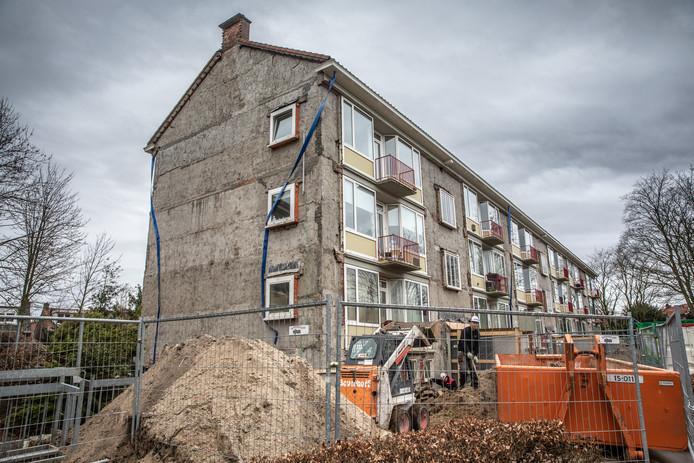Na de renovatie zouden de portiekflats aan de Assendorperdijk in Zwolle volgens een bewoner niet meer brandveilig zijn. De rechter geeft hem ongelijk.