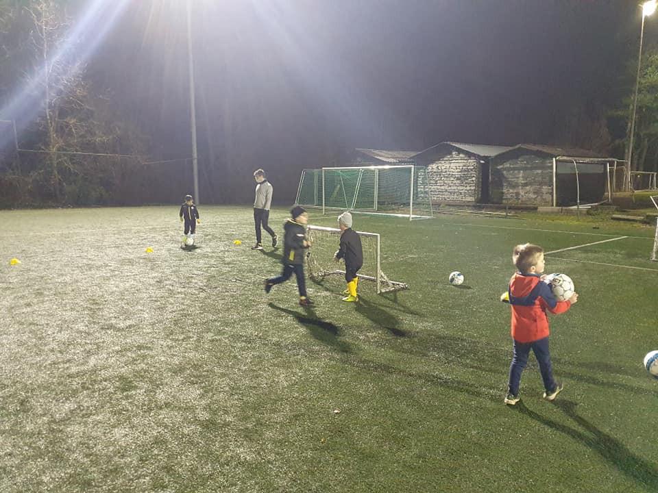 De nieuwe voetbalschool ging begin januari van start met een eerste training voor de jonge voetballertjes.