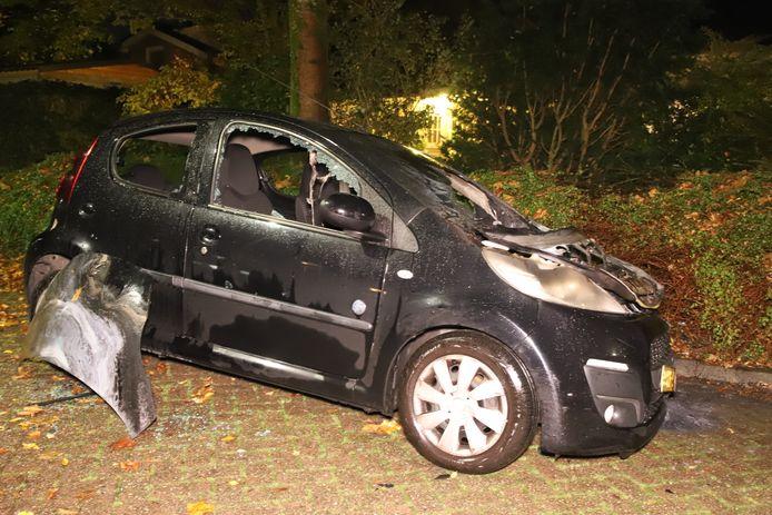 De uitgebrande auto in Culemborg