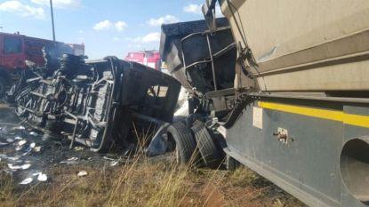 24 doden bij frontale botsing tussen bussen in Zuid-Afrika