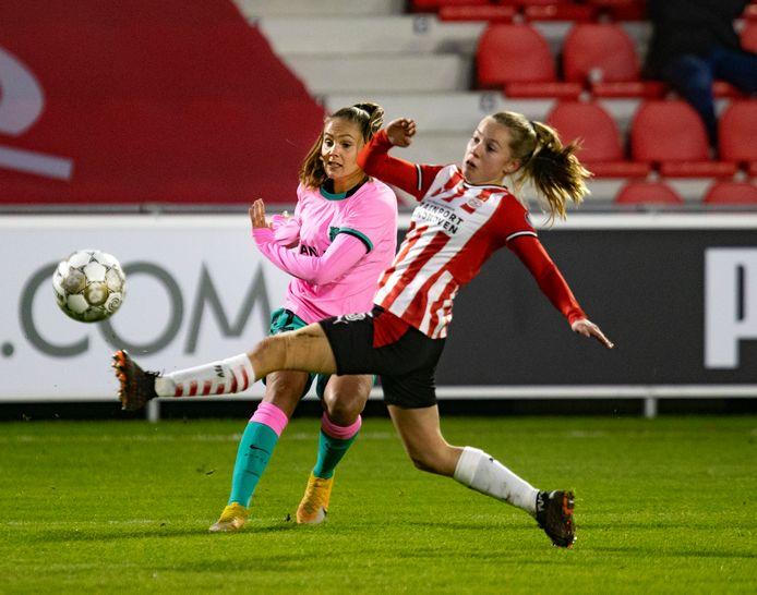 Janou Levels had het lastig tegen Lieke Martens.
