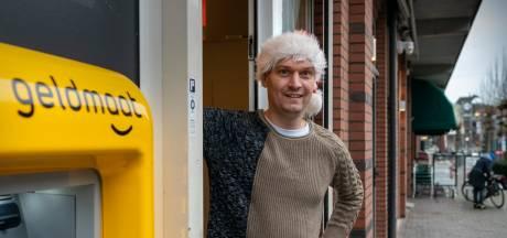 Dennis (42) verruilt tabakszaak voor baan in de zorg: 'Ik was toe aan nieuwe energie'