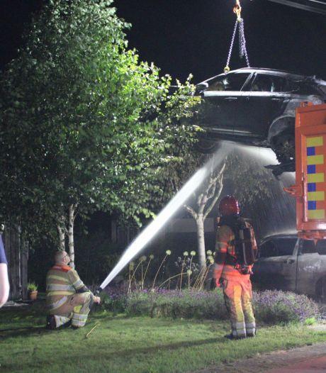 Auto's branden uit in Lelystad: vuur begint in elektrisch voertuig