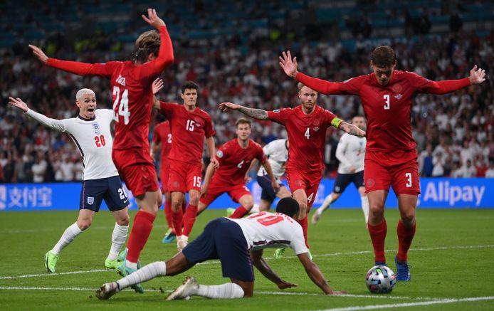Le phase litigieuse de la demi-finale entre le Danemark et l'Angleterre.
