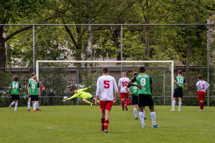 Archieffoto van een wedstrijd van Advendo (in het wit) tegen PCP.