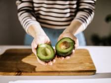 Dankzij deze handige truc kun je een halve avocado langer bewaren