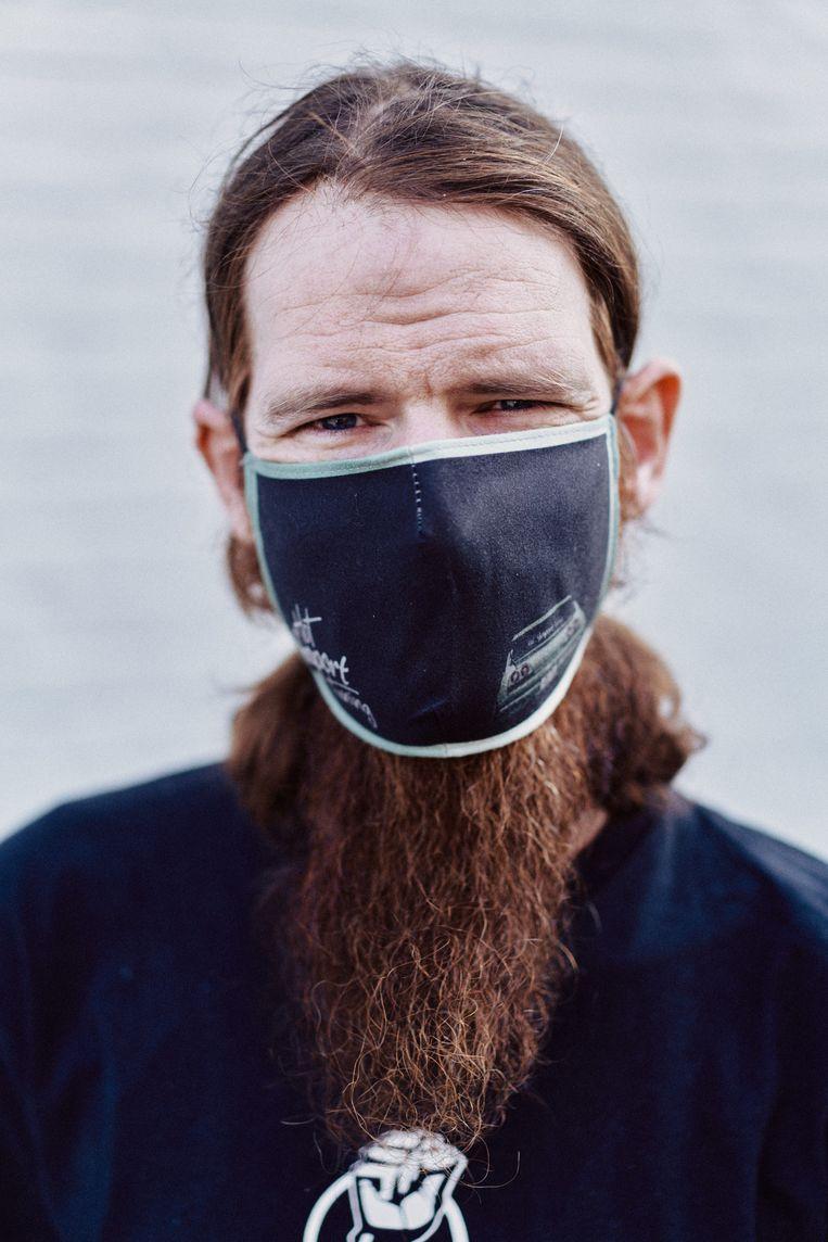 Sven Claes (32): 'Ik heb nooit gerookt, heb geen andere aandoeningen en toch ben ik al een half jaar erg ziek.'  Beeld Thomas Sweertvaegher