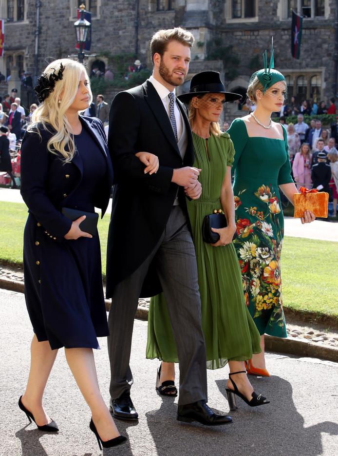 Louis Spencer in Windsor met Eliza (l), zijn moeder Victoria en Kitty.