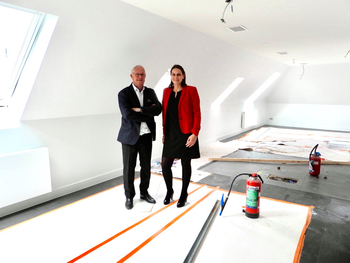 De loftsuite zal het pronkstuk van het hotel Sablon zijn. Op de foto staan uitbater Christophe Vanswieten en general manager Sue Neervoort.