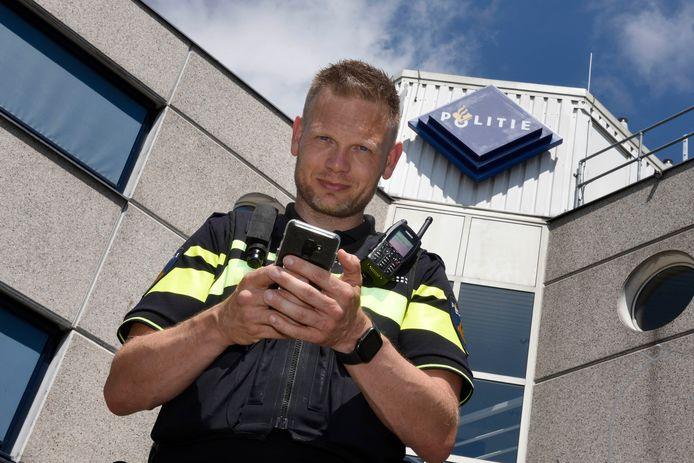 De op Instagram mateloos populaire Dennis Schuring was agent in de binnenstad van Utrecht, maar gaat nu in en rond Woerden aan de slag als leidinggevende.