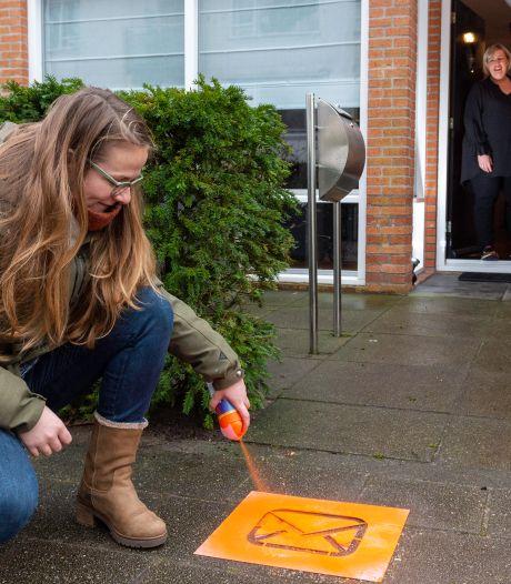 Babbelpost verovert Epe met oranje enveloppen op de stoep: hier zijn de bewoners gek op kaartjes