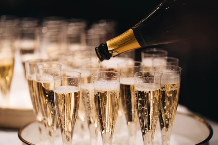 Illustratiebeeld champagne Beeld Unsplash