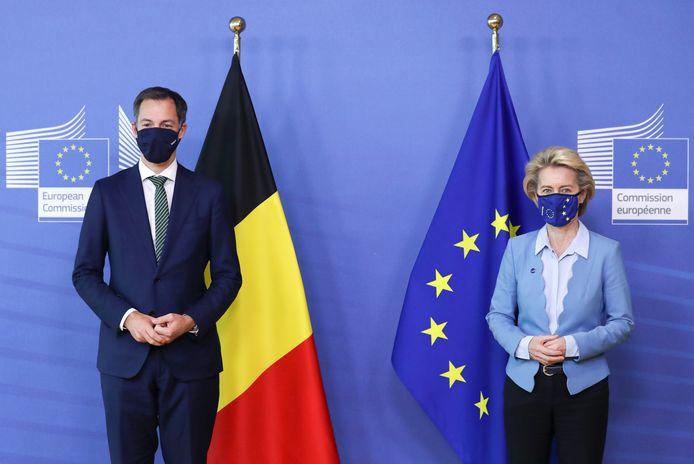 Le Premier ministre Alexander De Croo et la présidente de la Commission européenne Ursula von der Leyen