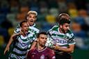 Paulinho viert zijn winnende treffer in het kampioensduel.