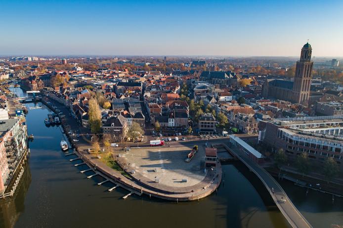 De historische binnenstad van Zwolle, waar steeds meer buitenlandse toeristen naartoe trekken.
