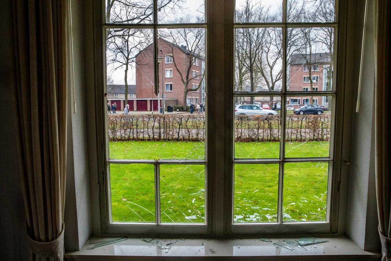 De ramen en sponningen vlogen uit de huizen aan de Havezatelaan in de nieuwjaarsnacht.