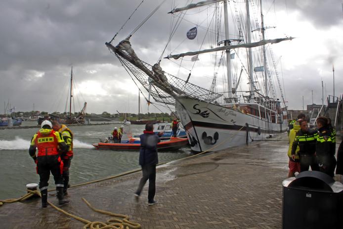 De KNRM van station Lelystad is woensdag 13 september uitgerukt naar de Bataviahaven voor een schip in problemen.