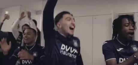 Scènes de joies dans le vestiaire anderlechtois après la victoire contre Bruges