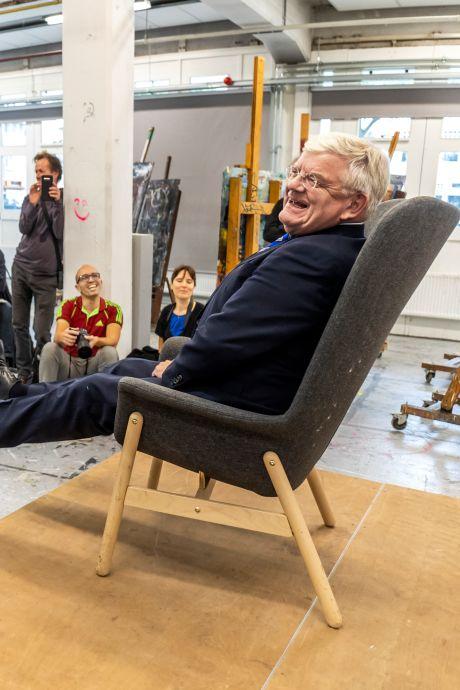 Utrechtse kunstenaars portretteren oud-burgemeester Jan van Zanen voor de eeuwigheid: 'Ik heb geen geduld'