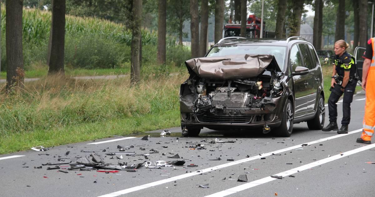 N743 tussen Borne en Zenderen dicht na ongeluk.