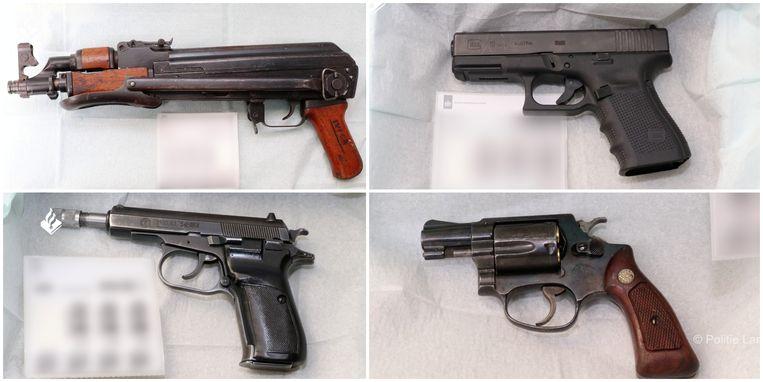Bij de inval trof de politie meerdere wapens aan. Beeld via Reuters