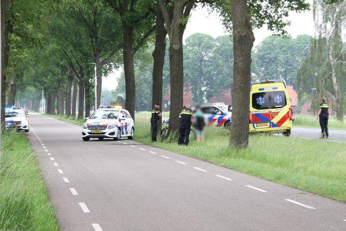 Een wielrenner is gewond geraakt in Rijssen.