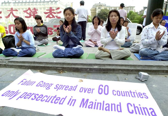 China is al herhaaldelijk beschuldigd van gedwongen orgaanroof bij gevangenen, in het bijzonder bij leden van de verboden spirituele beweging Falun Gong. Archiefbeeld van een protesactie in Brussel tegen de Chinese vervolging van leden van de beweging.
