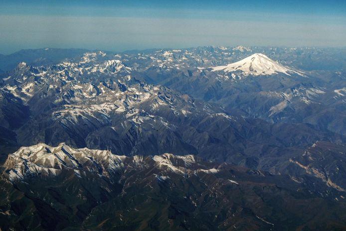 De bergen van de Kaukasus in Rusland met de berg Elbrus (5.642 m) op de achtergrond.