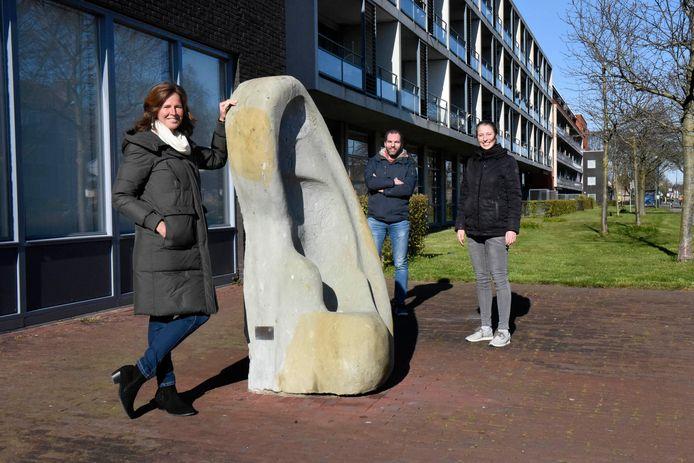 Martine van der Herberg (pionier van Het Baken), Paulien Vervoorn met witte sjaal (Cama Parousia) en Joost Schelling (gereformeerde kerk Woerden-Zegveld).