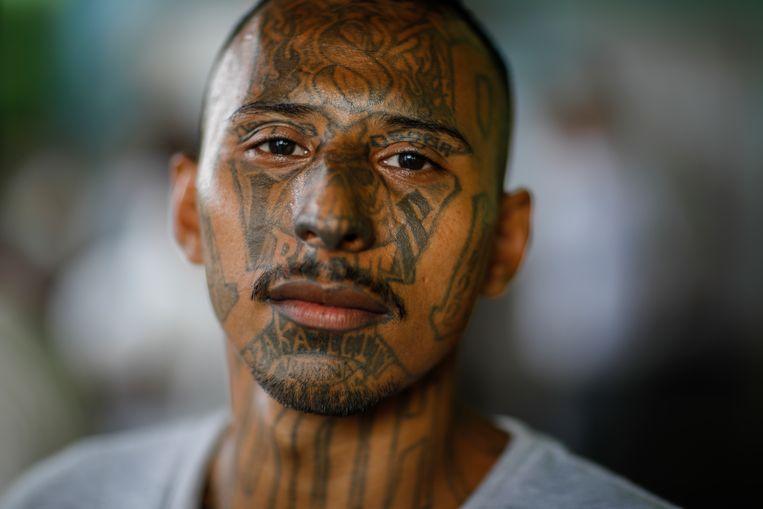 Oscar Alirio Montano Amaya, in gevangenis Francisco de Gotera, bekeerde zich twee jaar geleden. Beeld JOSE CABEZAS