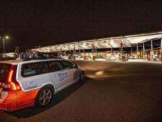 """Tankstations langs Brusselse ring blijken hotspot voor samenscholende jongeren: """"Dat zijn de nieuwe cafés"""""""