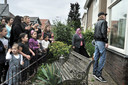 Buurtbewoners willen dat een bestuurslid van pedovereniging Martijn bij hun uit de straat verdwijnt: ze protesteren bij zijn huis tijdens de protestmars van Partij Rechten Kind in 2011.