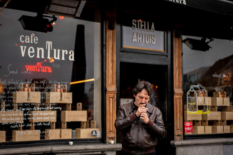 Lino Van Reeth voor zijn café Ventura op de Vrijdagsmarkt in Gent.